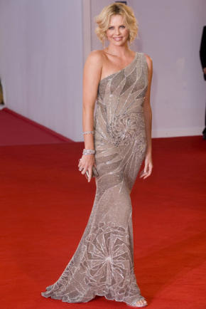 http://labelleetleblog.files.wordpress.com/2009/01/charlize-theron11_e_d495eefeea2ea6a272e41b3555012dad.jpg