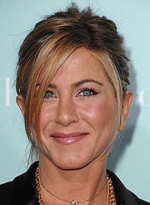 d586c2861c44216f_jennifer-aniston-he_s-just-not-that-into-you-makeupxlarge